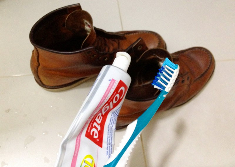 how to clean white leather shoes with toothpaste