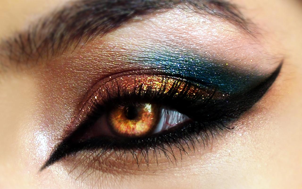 eyeliner styles for different eye shapes funbuzztime. Black Bedroom Furniture Sets. Home Design Ideas