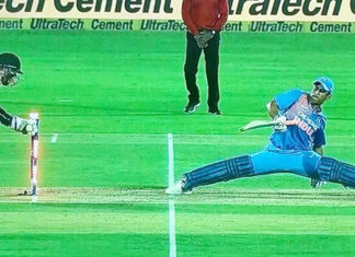 MS-Dhoni-Split-Moment