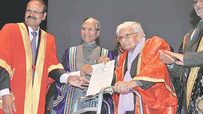 Alert! 98 YO Man Receives Masters Degree And He Deserves A Salute!